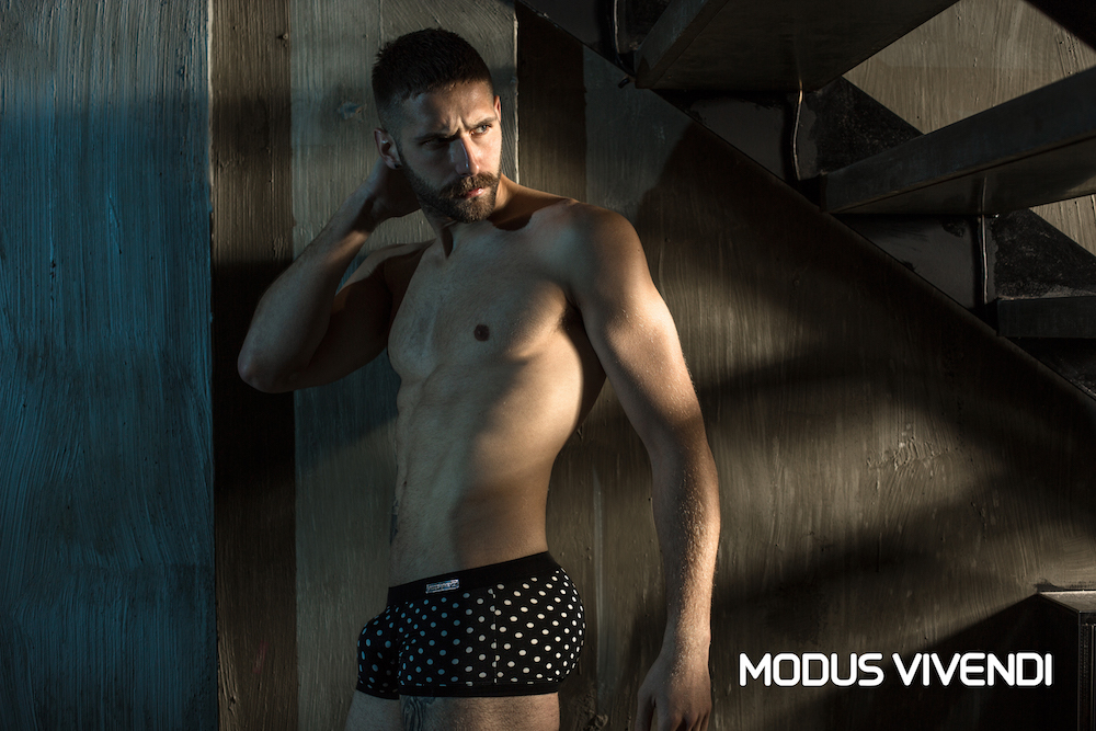 Modus Vivendi Men/'s Flash Colored Sweat Workout Shiny Shorts 3 Colors